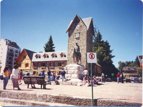 San Carlos de Bariloche, nota come la Svizzera Argentina alla riva magnifico Lago Nahuel Huapi.