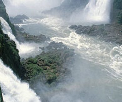 Le Cascate di Iguazú sembrano sospese sopra un luogo senza tempo.
