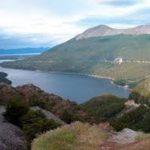 Lago Escondido, circondato da boschi e montagne scoscese, lontano da insediamenti umani.