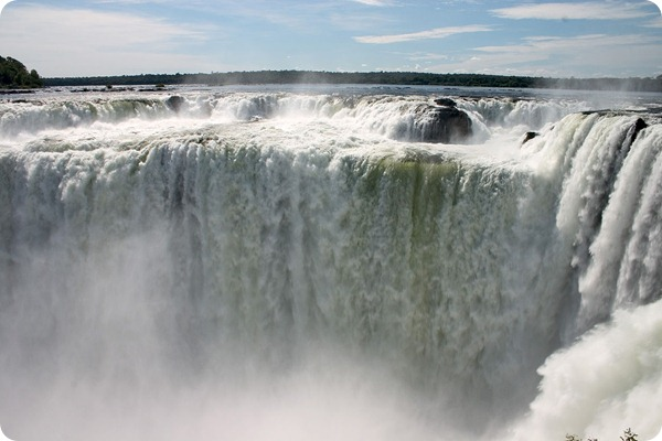 Garganta_del_Diablo_or_Devil_Throat_Iguazu_Falls_Argentina_Luca_Galuzzi_2005
