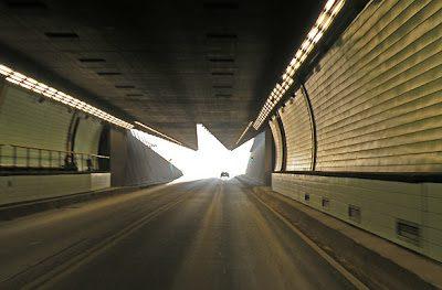 Santa Fe sorge di fronte alla città di Paraná, alla quale è collegata dal Tunnel Subfluviale Hernandarias.