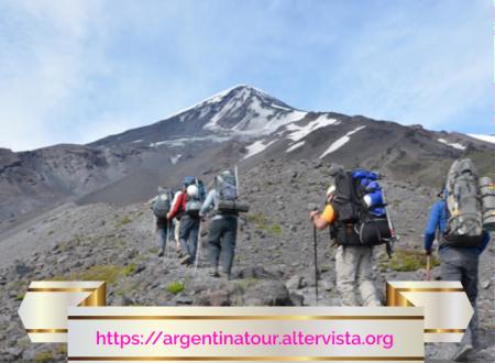 Turismo avventura in Argentina (alpinismo): scalata alla cima del vulcano Lanín.